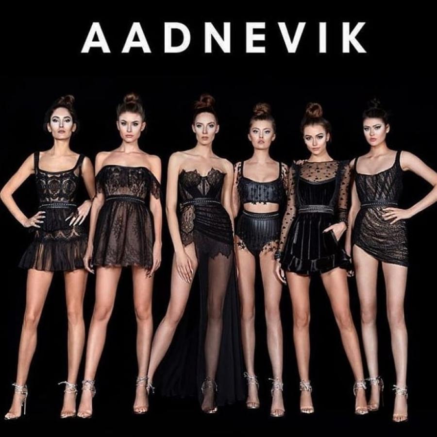 Midikennov model Alena Kananović for AADNEVIK