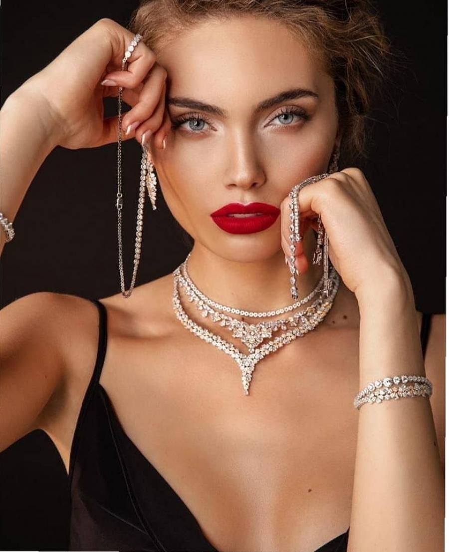 Midikennov model Sara Siladji za Dominik Jewelry